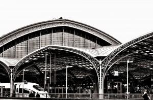 railway-station-1029215_1920